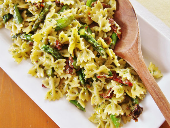 Pesto Pasta with Sun Dried Tomatoes and Asparagus